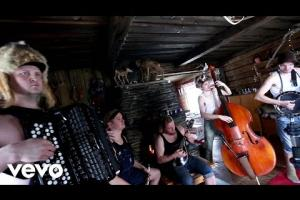 Steve 'n' Seagulls - Run To The Hills (versión de Iron Maiden, directo)