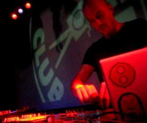 Julian Jeweil - LIVE @ Fruity Camera Club 2011