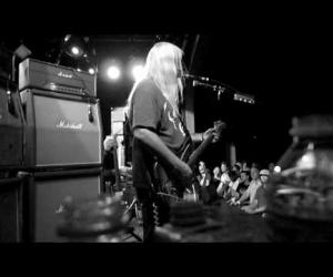 Dinosaur Jr. - Knocked Around
