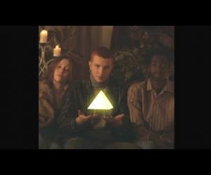 Triángulo de Amor Bizarro - Baila Sumeria